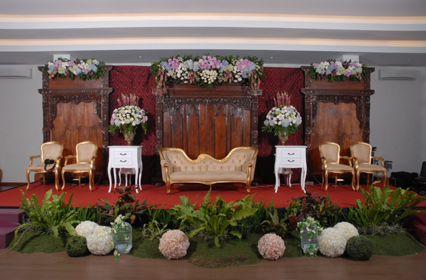 sukajadi-hotel-wedding-decor-panggung