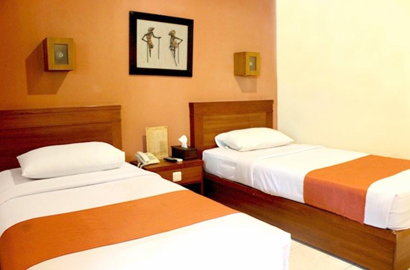 sukajadi hotel-standard-twin-bed