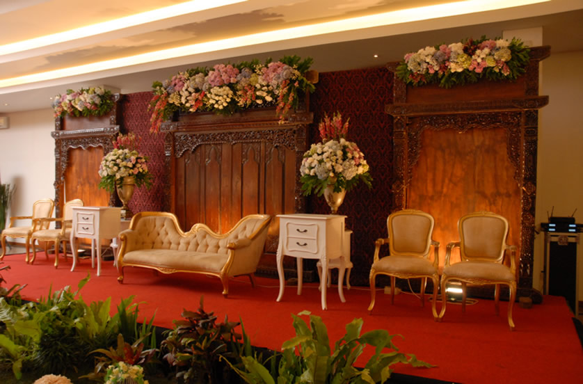 sukajadi-hotel-wedding-decor-stage